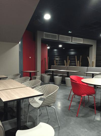 aménagement et décoration design d'un bowling