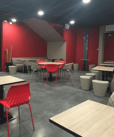 aménagement bowling couleurs gris et rouge