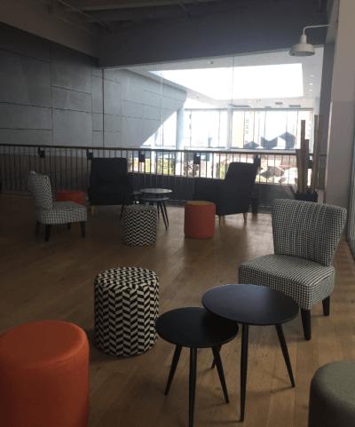 aménagement espace lounge tables basse design