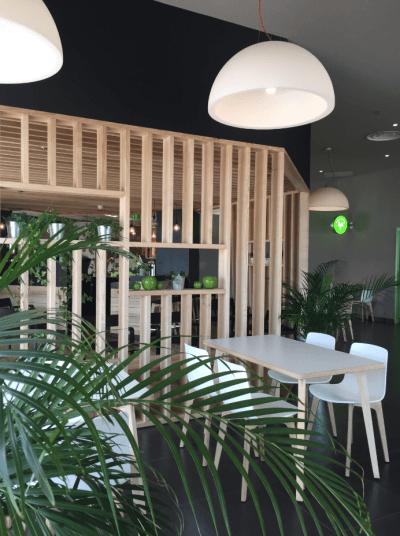 décoration de pizzeria design bois et couleurs claires