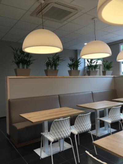 décoration de pizzeria banquettes et luminaires design