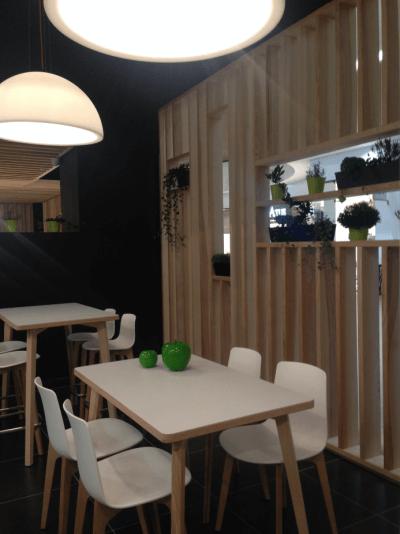 décoration de pizzeria séparation d'espace en bois