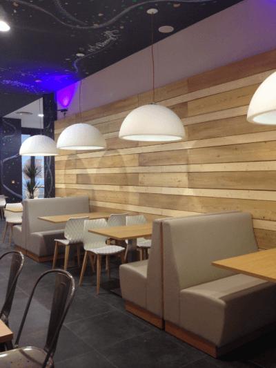 décoration de pizzeria banquettes et luminaires