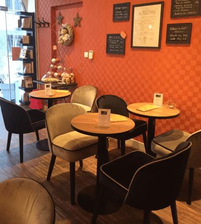 décoration salon de thé déco murale tables et chaises