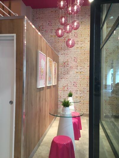 décoration bar rose et blanc à Strasbourg